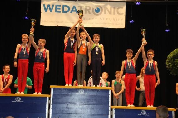 Ein Medaillenset & Team-Pokale